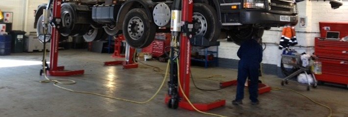Servicing lorry